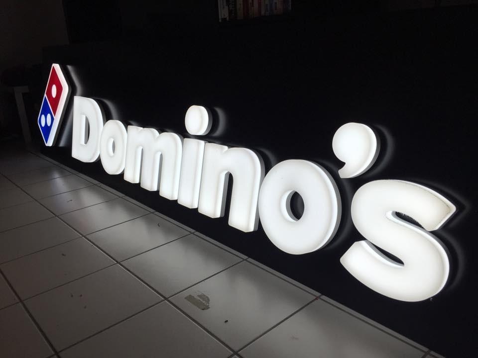 Lettrages retro-eclairés Dominos