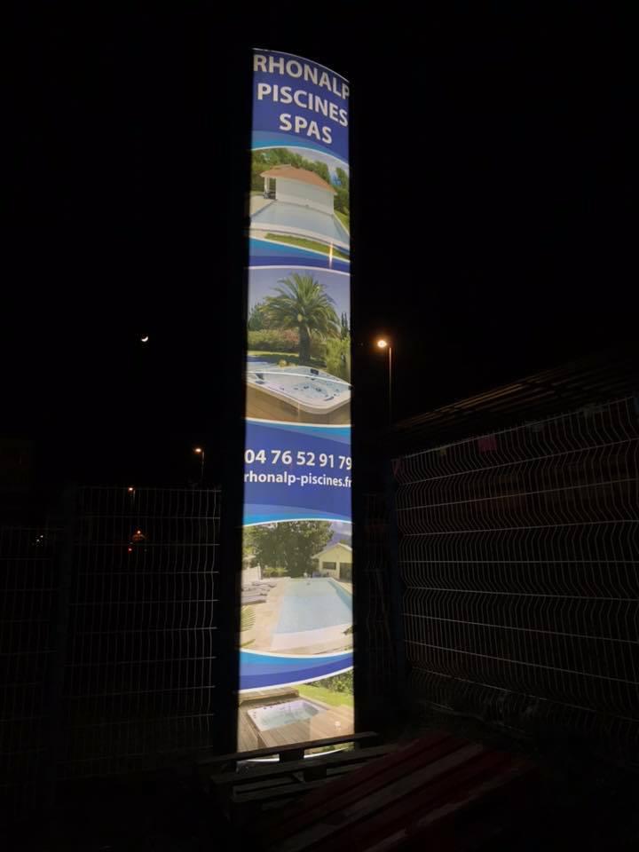 Totem-Rhonalpes-piscines